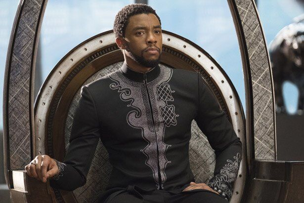 超文明国家ワカンダの王であるブラックパンサー(『ブラックパンサー』)