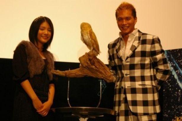 映画「ガフールの伝説」の日本語吹き替え版の声優を務めた川島海荷、市原隼人(写真左から)