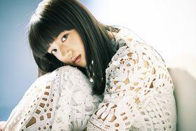 バツグンの透明感!最旬女優・清原果耶を撮り下ろし。黒髪と意志の強い瞳に射抜かれる