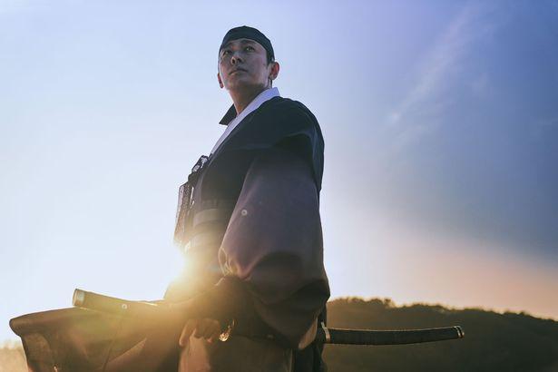 李氏朝鮮時代の宮廷に渦巻く権力闘争とゾンビ・スリラーを描く