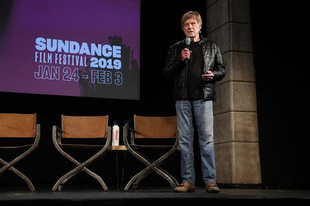 記者会見でサンダンス映画祭からの引退を表明するロバート・レッドフォード