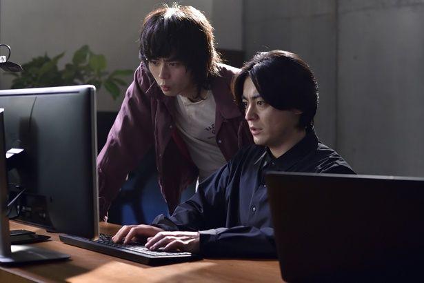 山田孝之と菅田将暉が主演のドラマ「dele」の魅力に迫る