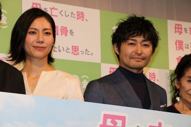 『母を亡くした時、僕は遺骨を食べたいと思った。』で共演した安田顕と松下奈緒