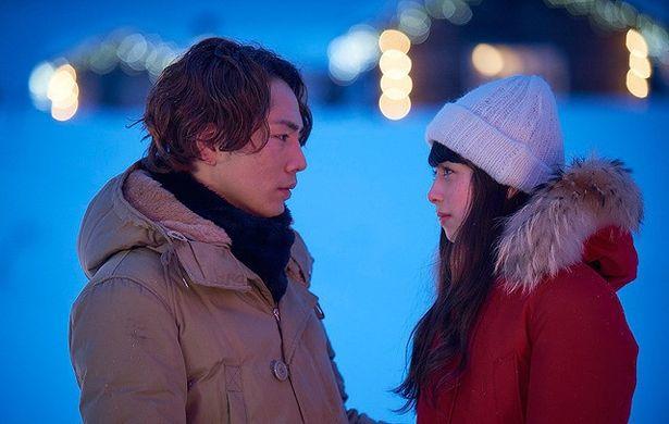 【写真を見る】フィンランドで、登坂広臣と中条あやみが見つめ合う!