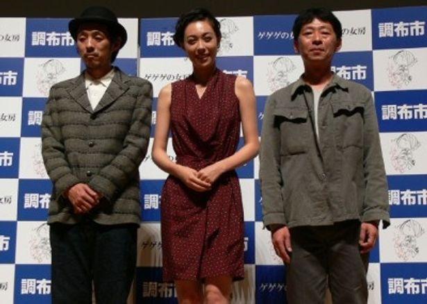左から、宮藤官九郎、吹石一恵、鈴木卓爾監督