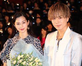 登坂広臣、舞台挨拶を途中退出…花束抱えての再登場に中条あやみ大感激
