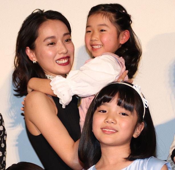 戸田恵梨香、子どもたちとの再会に大喜び!