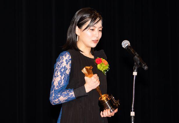 『菊とギロチン』と『鈴木家の嘘』で新人女優賞を受賞した木竜麻生