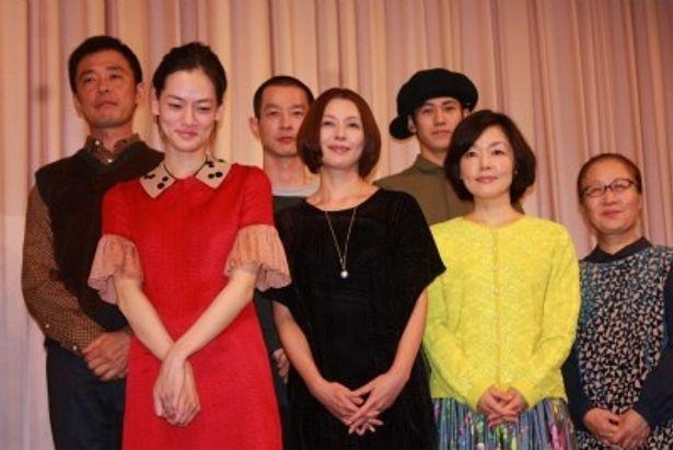 『マザーウォーター』の舞台挨拶で小林聡美、小泉今日子らが登壇