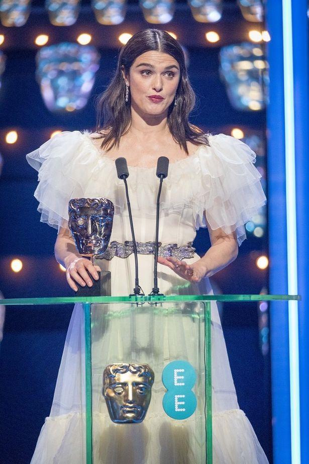 助演女優賞を受賞したレイチェル・ワイズ。候補には共演のエマ・ストーンも入っていた