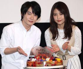 """有村架純、神木隆之介""""お手製""""の誕生日ケーキを頬張り大感激「おいしい!隆ちゃんが作ったの?」"""