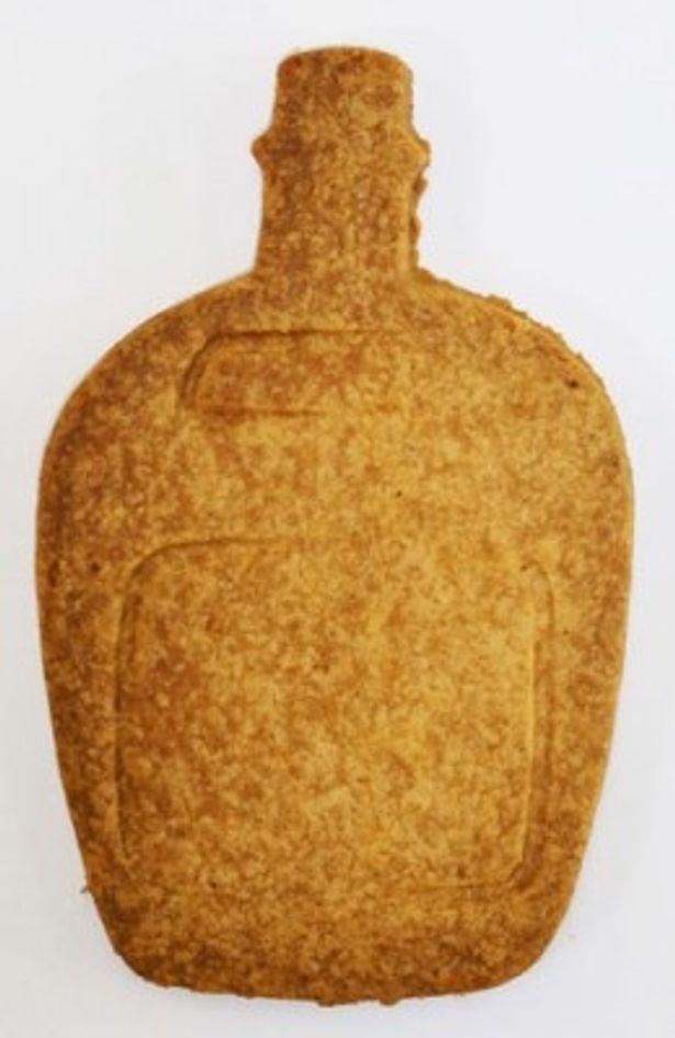 ウィスキ瓶型のクッキーはチーズ味