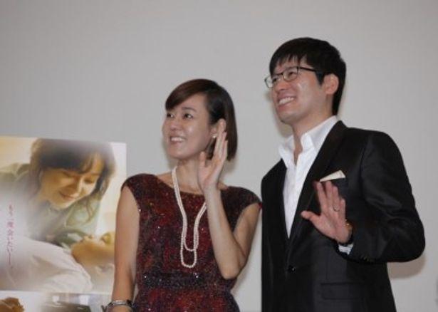 舞台挨拶に登壇した、左から、キム・ユンジン、カン・テギュ監督
