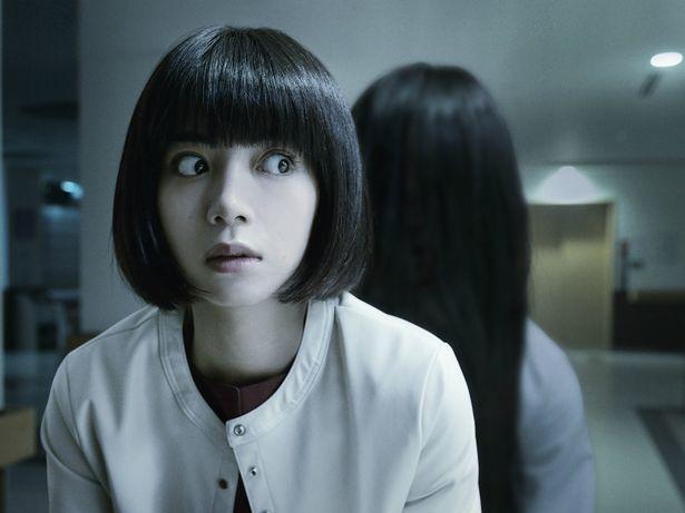 主演を務めるのは池田エライザ。奇妙な出来事に巻き込まれていく心理カウンセラーを演じる