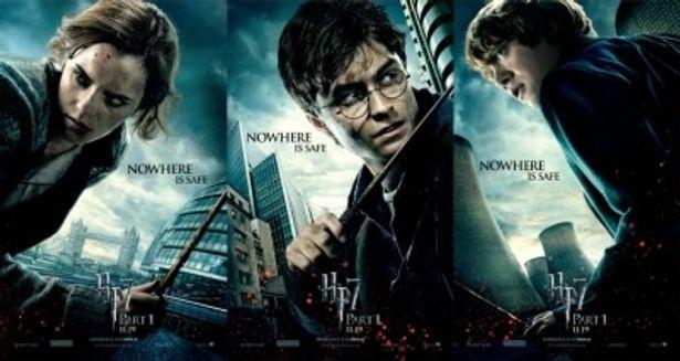 ハリーたちが宿敵ヴォルデモートの追っ手を逃れ、最後の決戦に挑む緊迫感あふれる最新ビジュアル