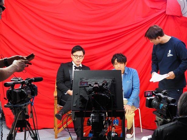 平子扮する鬼才監督キャラのハマりっぷり◎作品について解説する姿は真剣そのもの