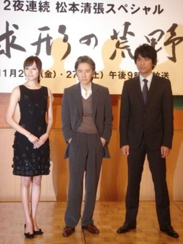 SPドラマ「球形の荒野」の制作発表に出席した比嘉愛未、田村正和、江口洋介(写真左から)