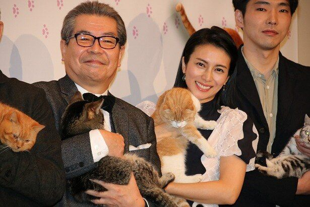 『ねことじいちゃん』の初日舞台挨拶に登壇した立川志の輔と柴咲コウ