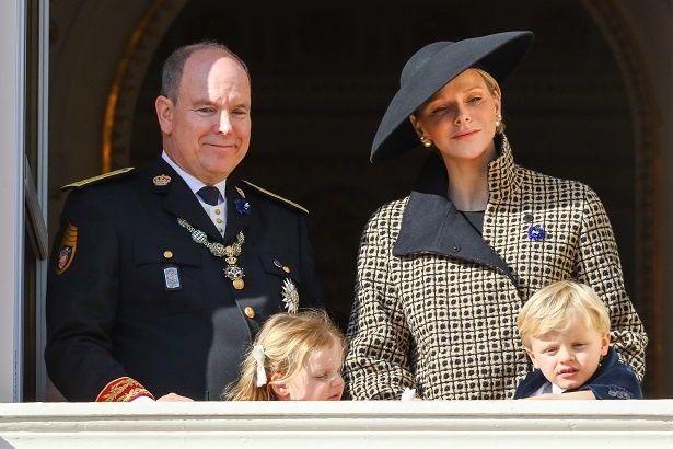 シャルレーヌ公妃の双子がクールに決めた!