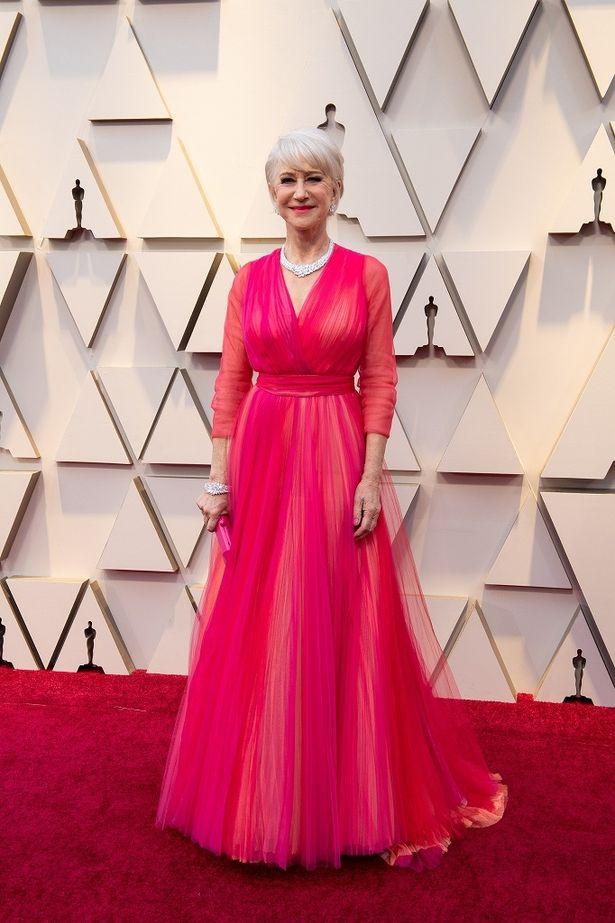 ヘレン・ミレンは、上品なピンクのドレス姿を披露