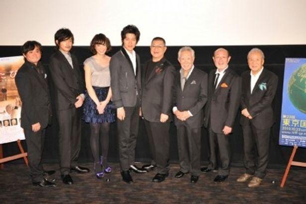 舞台挨拶に登壇した、左から、塩屋監督、青柳翔、MINJI、鈴木亮平、財津一郎、藤村俊二、佐川光男、渡辺貞夫