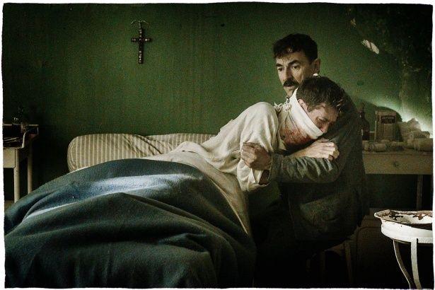 顔を失ったエドゥアールは、自らを戦死したことにて生活を送る
