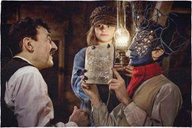 ピカソ、デュシャン…アート作品へのオマージュも多数の摩訶不思議な世界観の映画とは?