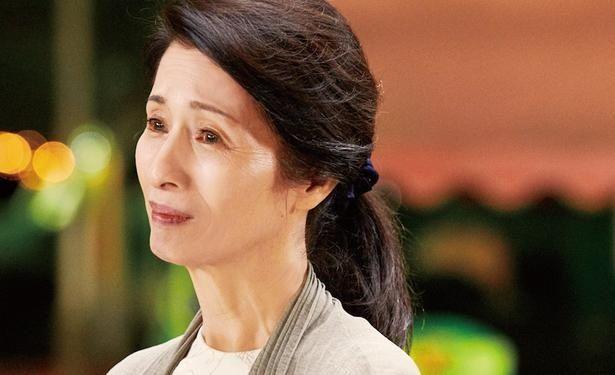 母・曜子を演じるのは往年の名女優・松原智恵子