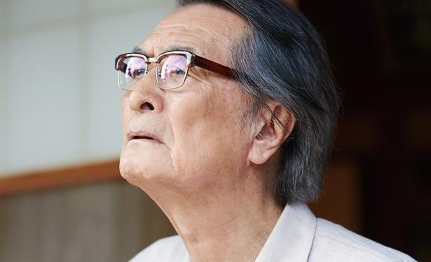 認知症によって徐々に記憶を失っていく父・昇平を山崎努が演じる