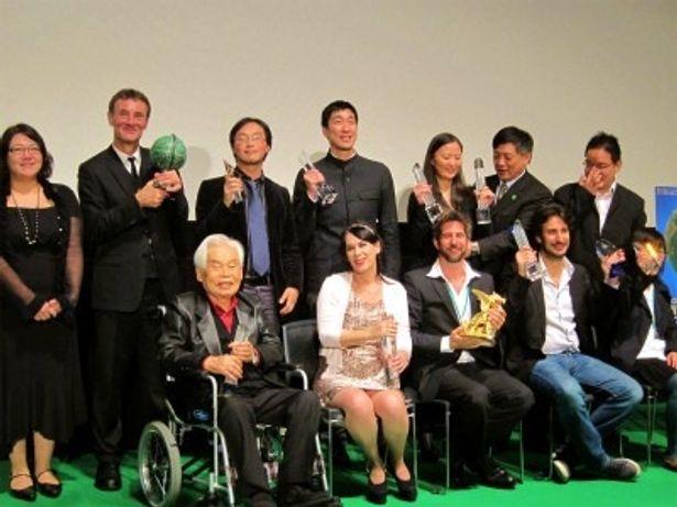 東京国際映画祭授賞式に新藤兼人監督は車椅子で登壇