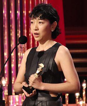 安藤サクラ、最優秀主演女優賞に涙、子育てと女優業の両立に悩んだことを告白