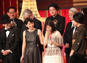 『万引き家族』が日本アカデミー賞作品賞含め最多8冠!松岡茉優は号泣