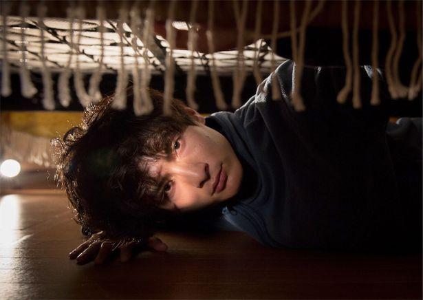 『アンダー・ユア・ベッド』から高良健吾の主演が決定!