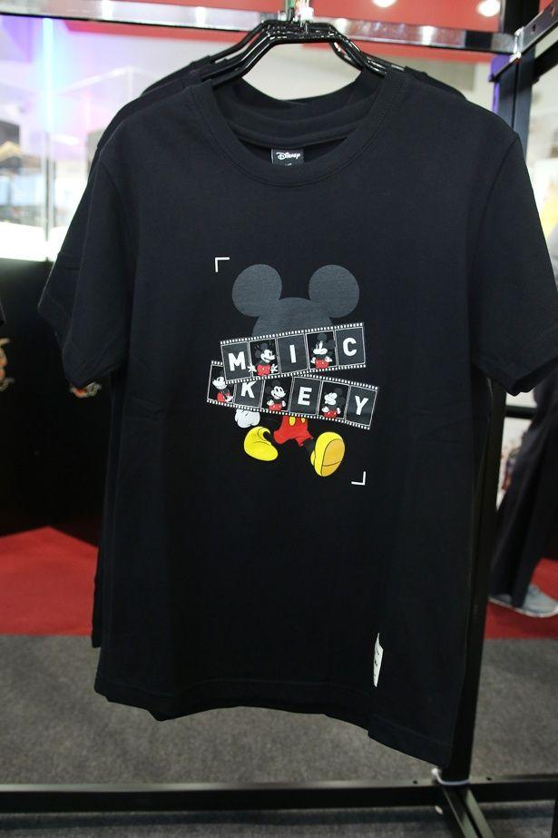 胸元にミッキーがプリントされたTシャツも販売中!