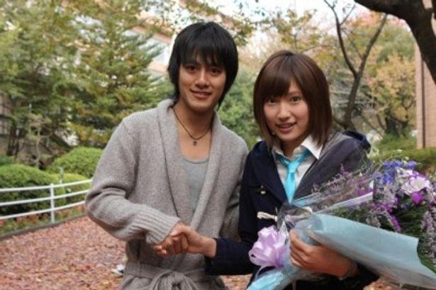 無事に『高校デビュー』の撮影を終えた、左から、溝端淳平、大野いと