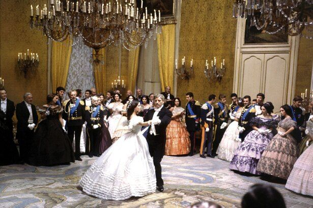 映画の大半を占める舞踏会シーンの豪華さは圧巻!