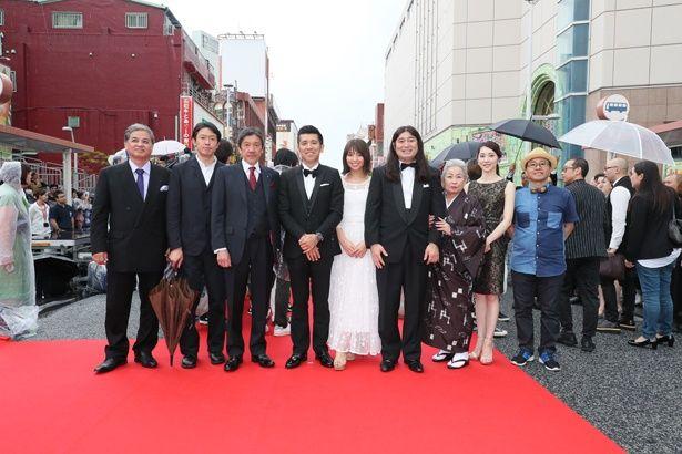 大御所俳優から気鋭の女優まで…沖縄のレッドカーペットに豪華ゲストが集結!