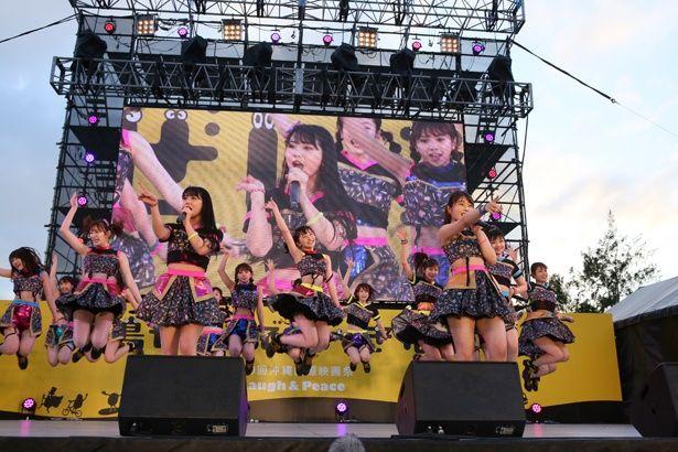 アイドルのライブなども実施されるエンターテインメントの祭典となっている