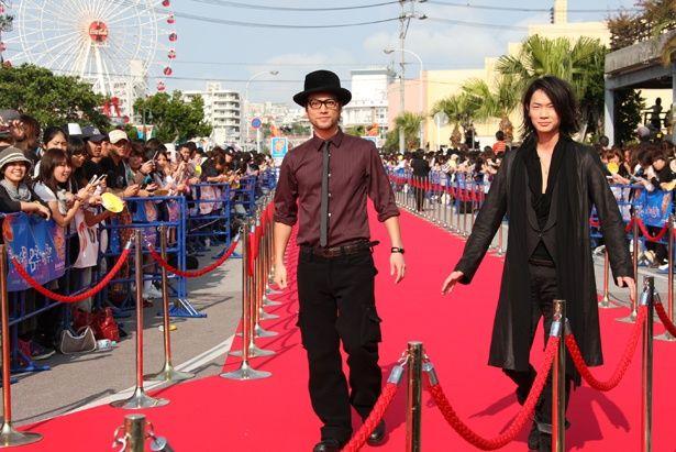 『クローズZERO II』(09)に出演した綾野剛や桐谷健太がレッドカーペットを歩いた第1回沖縄国際映画祭