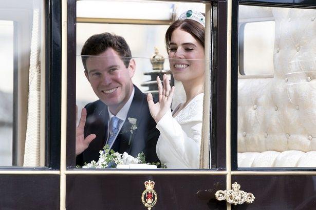 【写真を見る】新婚でアツアツ!ユージェニー王女とジャック・ブルックスバンク