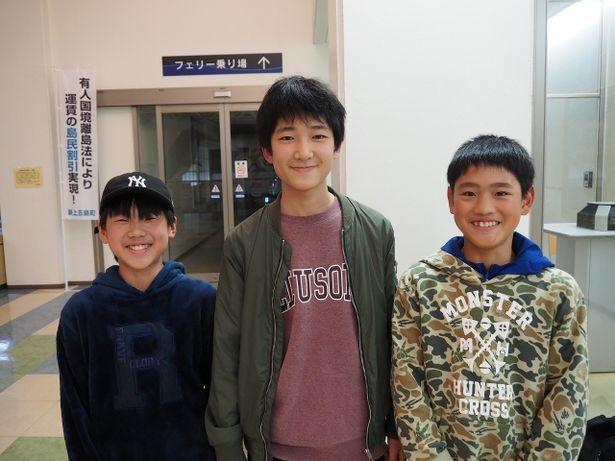 映画鑑賞後、お互いの感想を熱弁する仲良し男子3人組をパシャリ