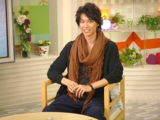 初の生放送トーク番組に出演する長谷川博己