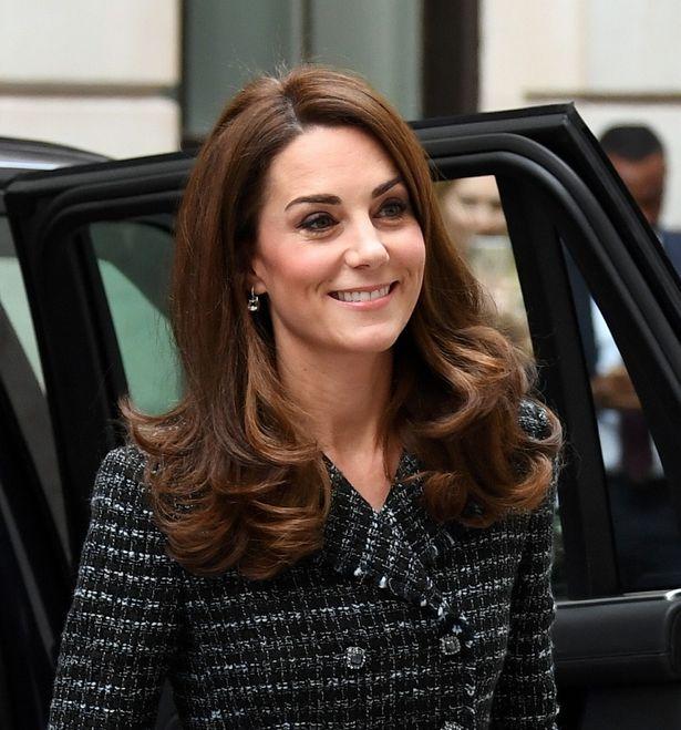 キャサリン妃がエリザベス女王と初ツーショット公務!