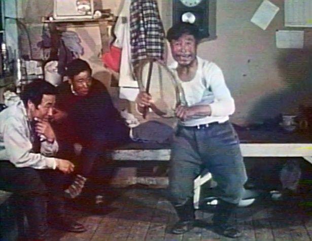 東グリーンランドのエスキモーのうちわ太鼓による戦いの歌(1962年撮影)