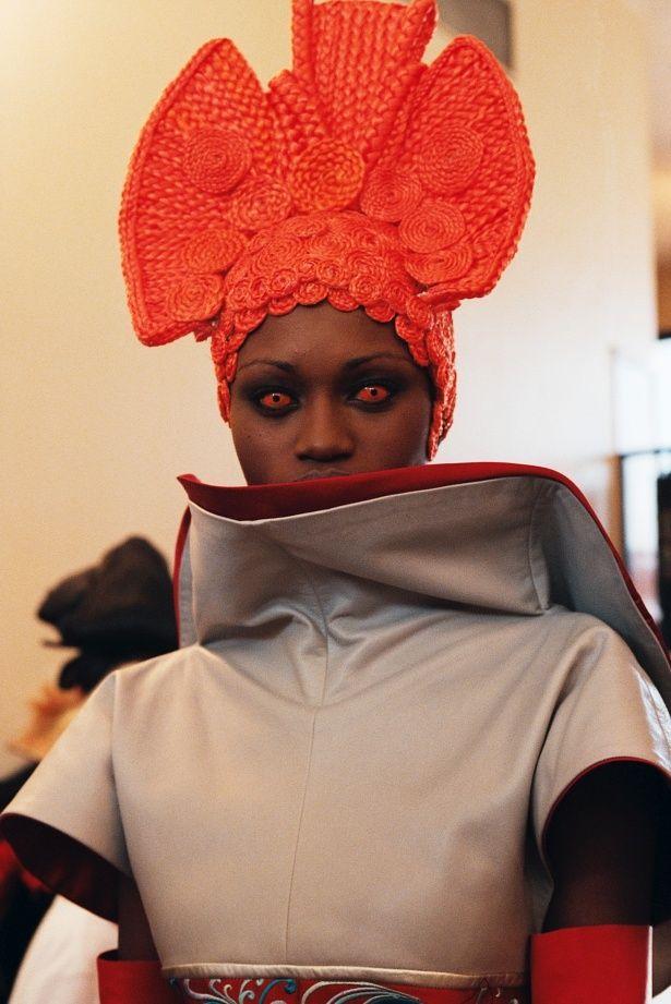 ファッションもさることながら刺激的な演出も話題を集めた