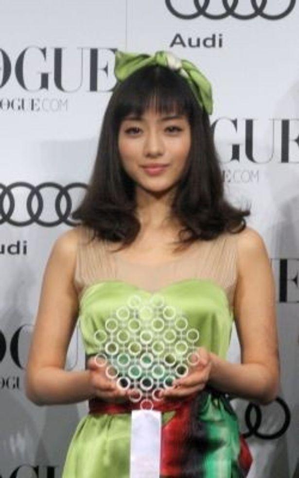 """""""2010年に活躍した女性""""に選出された石原さとみさん"""