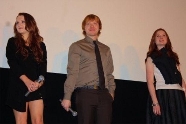 イヴァナ・リンチは超ミニのドレスでファンを魅了(写真左)