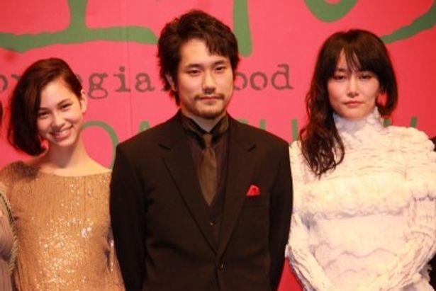 『ノルウェイの森』のプレミアに登壇した松山ケンイチ、菊地凛子、水原希子(左)