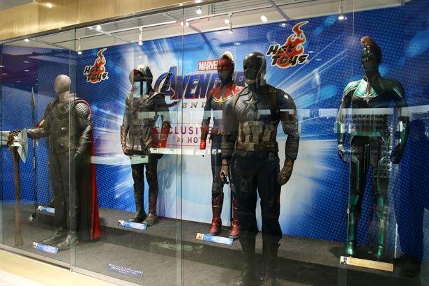 店内の奥には、撮影で使用された衣装が来日!