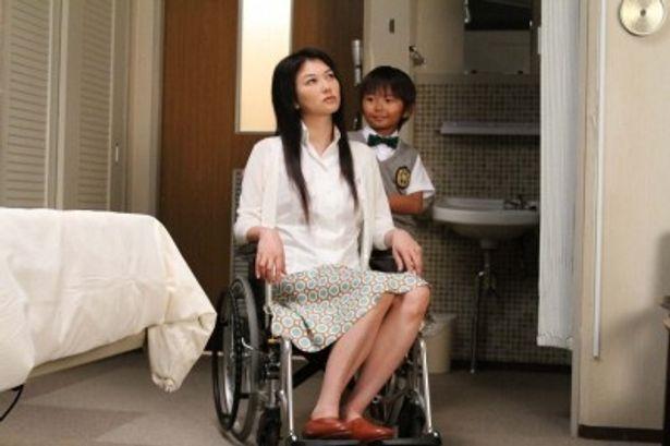 若年性アルツハイマーの晶(夏川結衣)は息子の涼太(加藤清史郎)のことを認識ができるとは限らない状態に